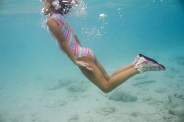 Under water shot with Duukies Beachsocks