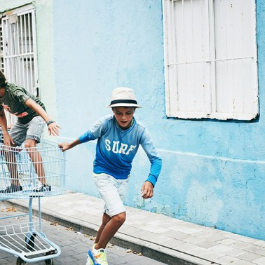 Kids fashion shoot in the colorful city of Willemstad