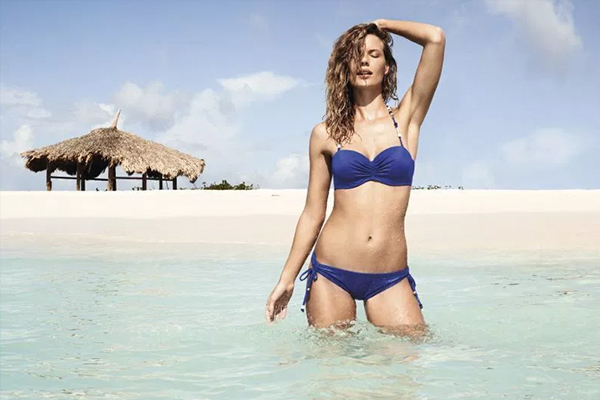 Beach hut with model