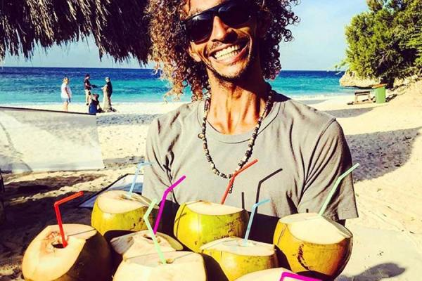 We make sure you have a stress-free production on Curacao!