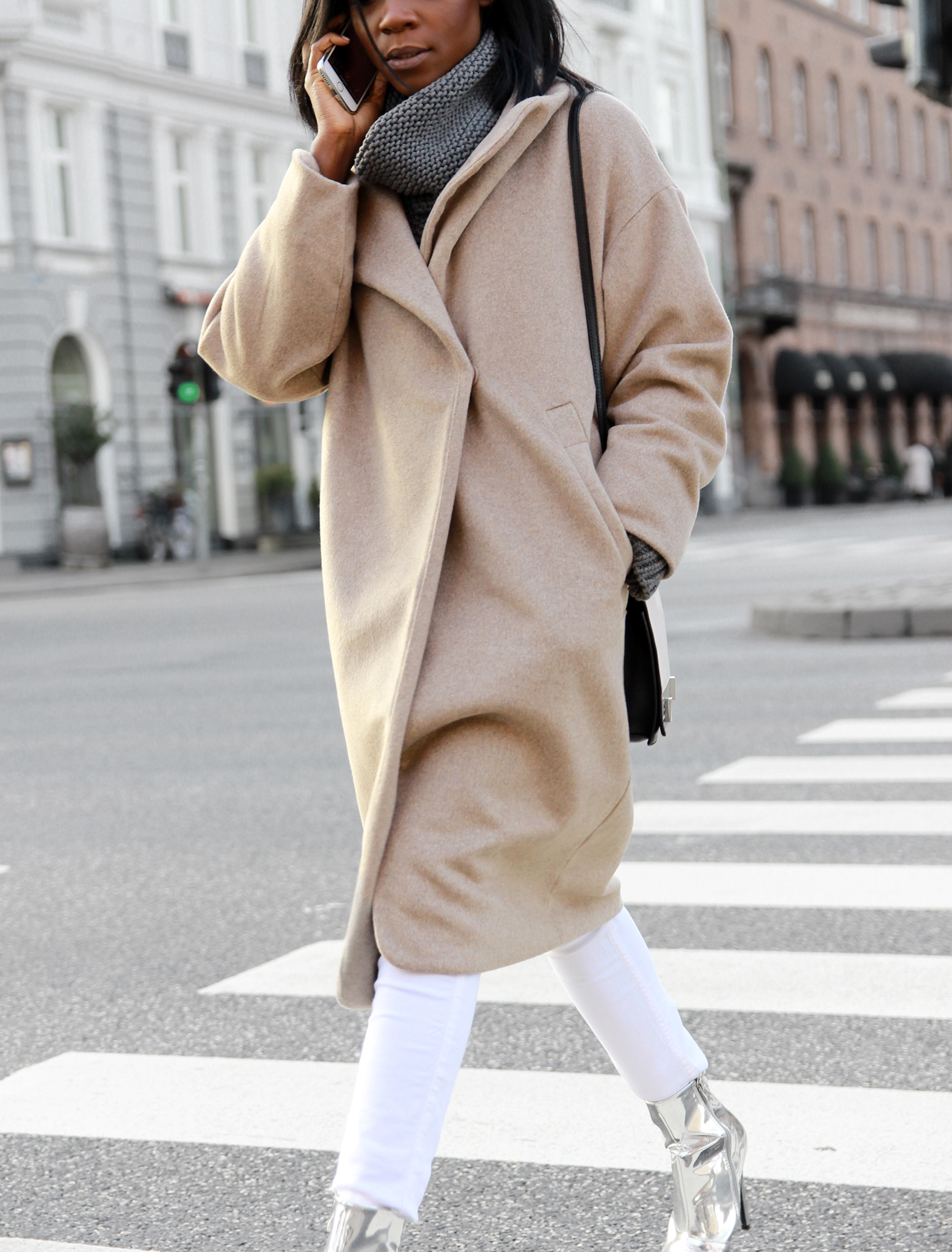 beige-coat-white-pants