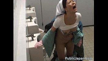 トイレの清掃中に薄らハゲオヤジにレイプされてよがってるパートのおばちゃん