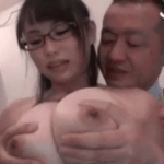 吉永あかね バケツを倒してヌレヌレになった爆乳バイト娘に欲情して乳揉みまくりレイプするコンビニ店長