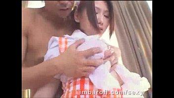 佐山愛 まだ若く細い頃の爆乳メイドをローション着衣揉み、生乳揉み
