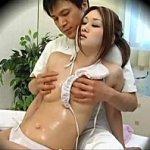 色白の美人セレブ妻が媚薬オイル乳揉みマッサージされてレイプされるのを隠し撮り