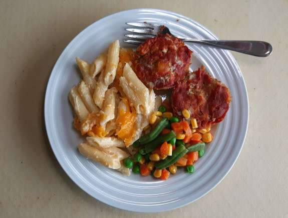 beef and pork meatloaf muffins with homemade macaroni and cheese