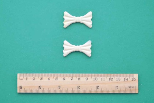 Small Pleated Bow x 2 Resin Moulding
