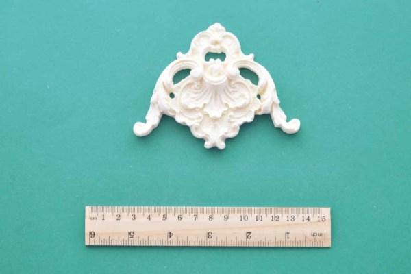 Ornate Frame Corner Moulding