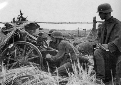 Arma de apoio a Infantaria na posição de tiro perto do rio Narva, agosto de 1941. Estamos avançando e o inverno passa a ser uma preocupação de todos.