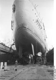 Vista da popa encouraçado alemão Bismarck, em doca seca, 1939-1940