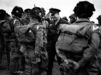 Despedida do General Eisenhower se despede dos primeiros americanos que seriam lançados em território inimigo