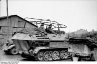 Frankreich, Schützenpanzer mit Funkanlage