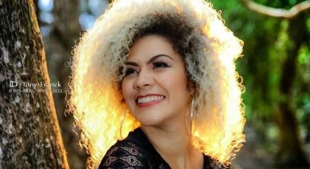 Cantora amapaense Ariel Moura se apresenta em São José do Rio Preto