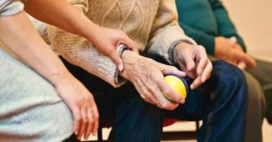 Menos mortes de idosos por covid-19 indicam avanço de vacina