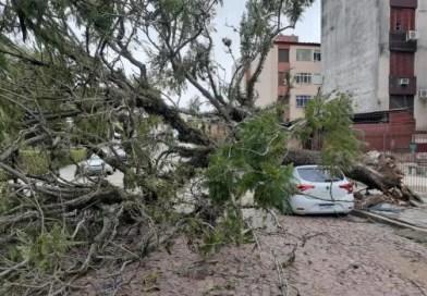 Ciclone-bomba deixa rastro de estragos e mortes no RS e em SC