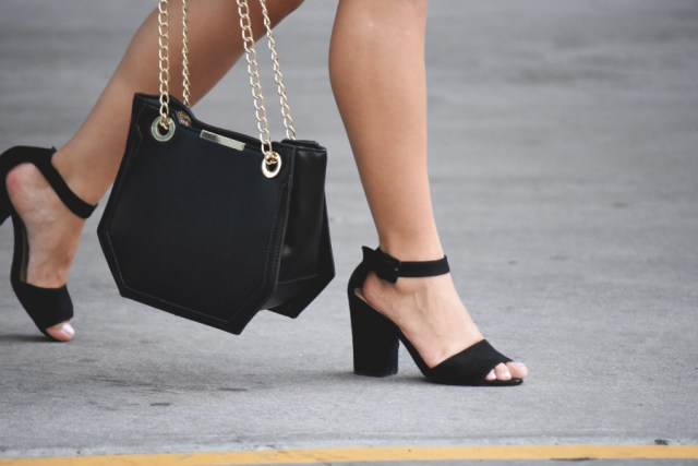 Steve Madden black strap sandals