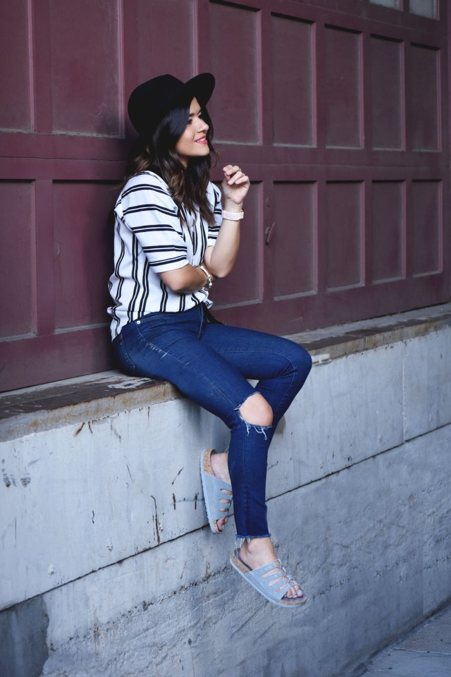 Carolina Hellal of Chic Talk wearing Madewell jeans, Forever 21 wool hat and Skechers sandals