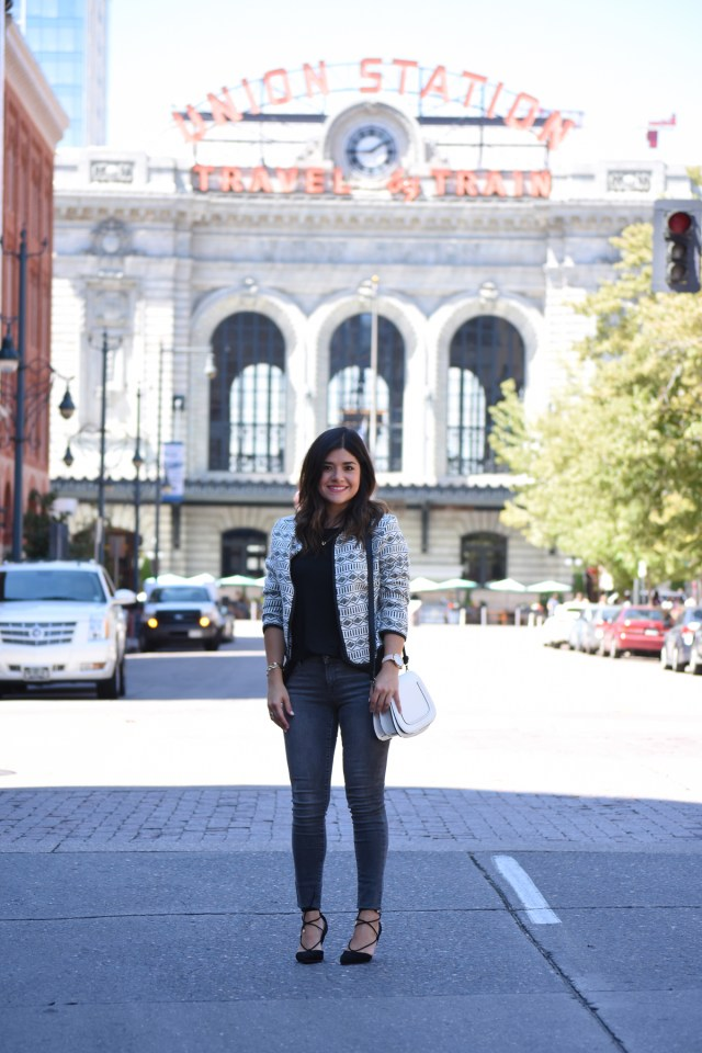 Carolina Hella of Chic Talk wearing Old Navy Skinny jeans, jacquard jacket, Sole society white bag, and Aldo pointy heels