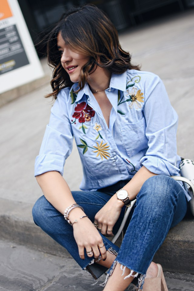 Carolina Hellal of Chic Talk wearing a Chicwish embroidered top, Madewell raw hem jeans, Frye white crossbidy bag, and NA-KD fashion nude mules.