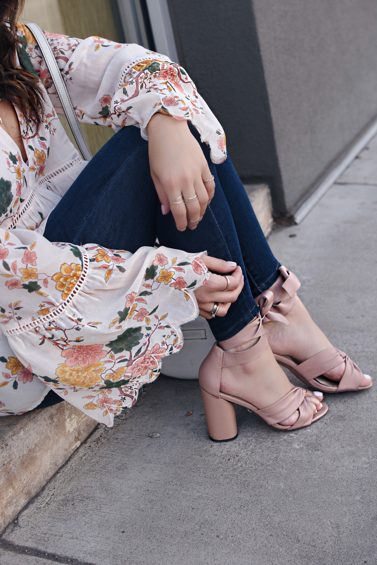 Carolina Hellal of Chic Talk wearing a Floral top, Paige skinny jeans, topshop blush sandals, and Frye white crossbody bag