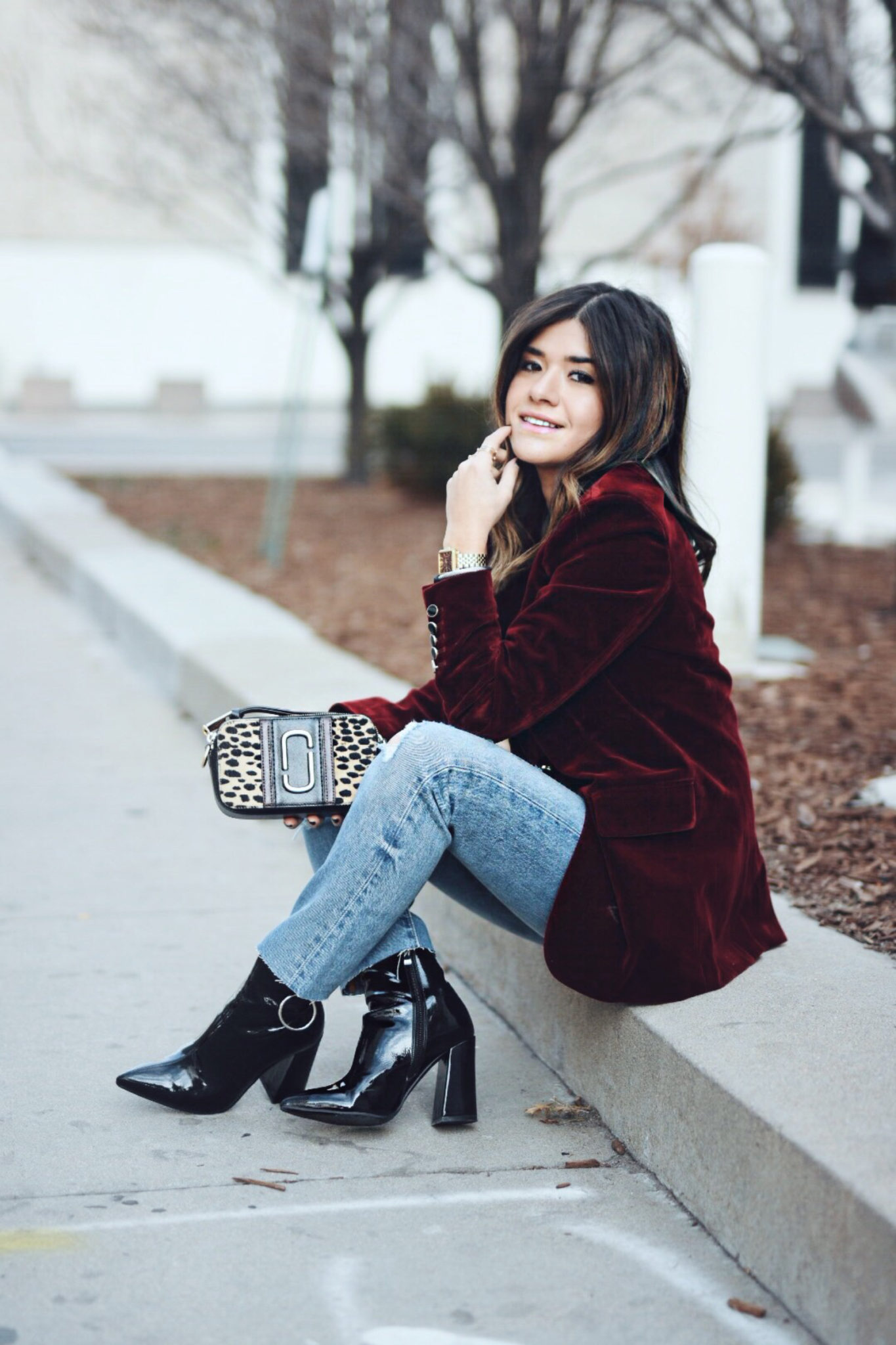 carolina hellal of chic talk wearing a chicwish velvet blazer, marc jacobs bag, levis jeans and ego shoes boots