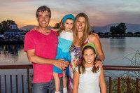 Foto 5 Francisco Riveros y Andrea Stefanowsky junto a sus hijos Amelia y Antonia