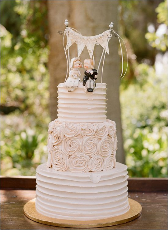 20 Delightful Wedding Cake Ideas for the 1950s Loving Bride   Chic     20 Wedding Cake Ideas for the 1950s Loving Bride
