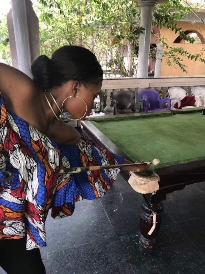 Bayelsa Beauty Queen spotted snooking it hot - See Photo