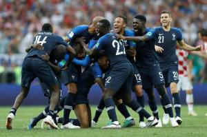 France crowned World Champion after trashing Croatia 4-2