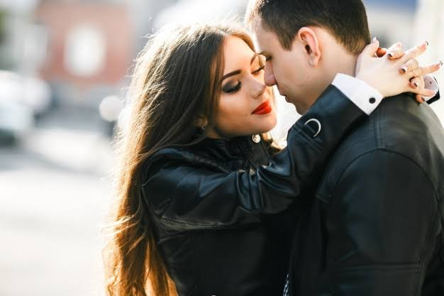 Love Tips: How To Know When He Loves You