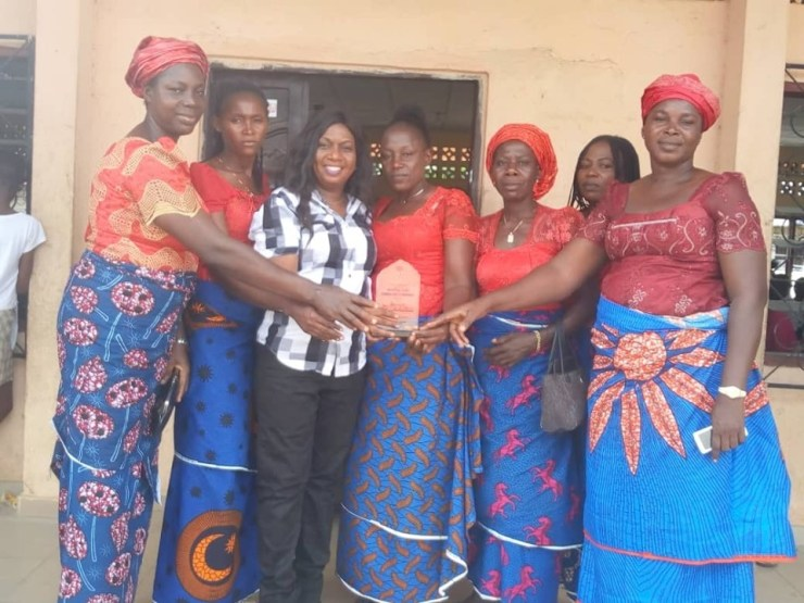 Famgbe Community Honour Mrs Juliet Pulu Zifawei with Award of Appreciation