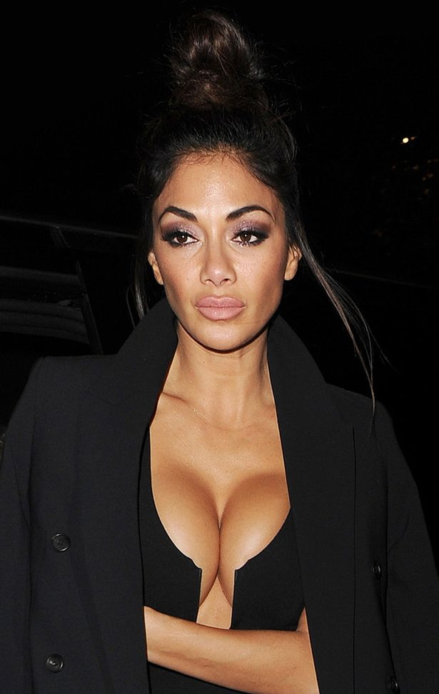 Nicole-Scherzinger-arriving-at-her-London-hotel-after-The-X-Factor-in-London