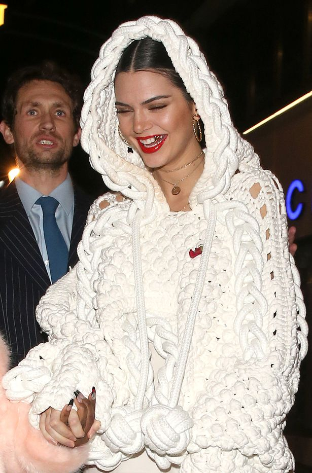 Kendall-Jenner-Lily-Donaldson-At-Cirque-Le-Soir-Night-Club-In-London (1)