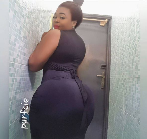 Photos of Ghanaian slay Queen Bullies Nigerian Ladies with Her Round Backside