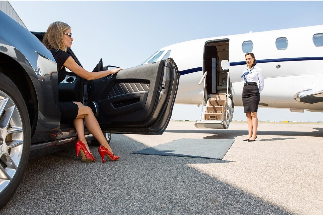 20150825170638-wealthy-woman-business-jet