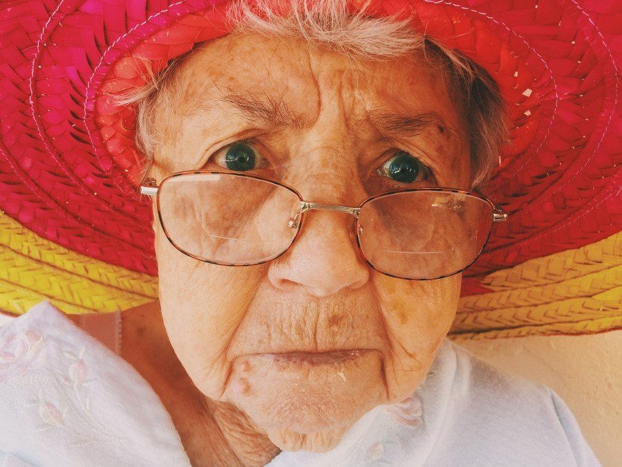 old-woman-945448_1920