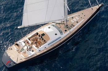 Grand-Blue-Vintage-Sailing-Yacht
