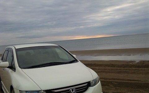 車で走れる千里浜海岸でオデッセイは砂まみれ。