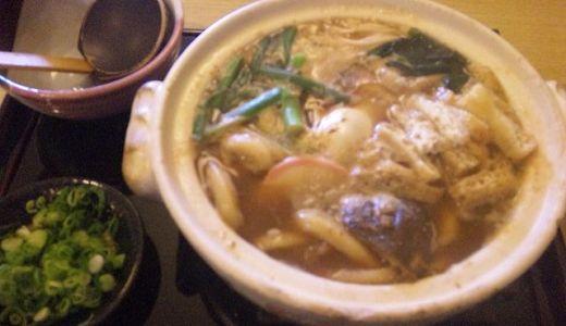 味噌煮込みうどんの麺はちょっと固い。だからよく噛む