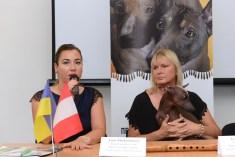 Lucie Moskalenkova – Board member of the Klub Chovatelů Naháčů, Eva Linhartova – Chairman of the Klub Chovatelů Naháčů (Czech Club of Hairless Dogs) and Rosalita Pazzda Gruffalinas (representative of the breed). Photo by: Mauricio Alvarez