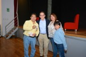 Lcdo. Oscar R. Benavides (criador de raza Perro sin pelo del Perú) y su familia con Pedro Allemant (realizador). Photo by Mercy Castro Haro.