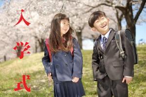 小学校の入学式の子供