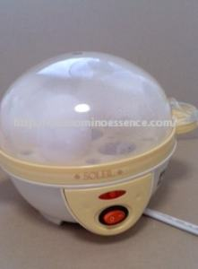 電気ゆで卵器のスイッチON