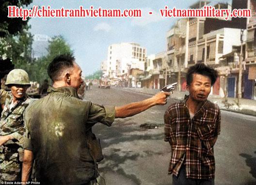 Tướng Nguyễn Ngọc Loan đã dùng súng bắn chết người lính biệt động Sài Thành trong bức hình Hành Quyết ở Sài Gòn Tết Mậu Thân 1968 / Xử bắn ở Sài Gòn Tết Mậu Thân 1968 trong chiến tranh Việt Nam - Nguyen Van Lem was executed by Gen. Nguyen Ngoc Loan, chief of the national police in Saigon Execution event in Tet Offensive 1968 in Viet Nam war