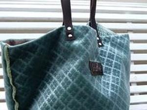 Ces sacs ont des noms fort charmants, je trouve : Un train pour Bandol et cabas du grand méchant loup !