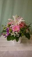 商品番号【AS150300002】参考価格¥3240 洋風の花材を中心に制作する お供えのアレンジメントです。 『お供えっぽくなるのが、ちょっと』って 思われる方にオススメです ご葬儀や法事に利用できます。