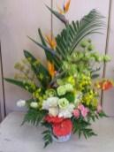 商品番号【AS150800004】参考価格¥8640 洋風花材をメインにスプレー菊等で作成してます。 ご葬儀や法事に利用できます。 【写真は一例です。その時の入荷した鮮度の良い花でお作り致します。】 花の種類などが多少異なる場合がございますが、 あらかじめご了承ください。