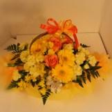 商品No.130010/アレンジメント参考価格:3240円サイズH24 W24 D24 黄色系でお作りする 「おまかせアレンジメント」です。 当店デザイナーが厳選素材でお作り致します。 写真は制作例です。その時の一番良い花でお作り致します サイズも目安となります。ご了承下さい
