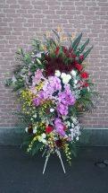 商品No530001 御祝スタンド 参考価格:32400円   御祝スタンド花です 写真は一例です。その時入荷している新鮮な花材でお届け致します、 色指定・ご希望の花材がございましたら事前にお予約・ ご連絡をお願い致します。