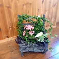 手作り感満載の鉢カバーに観葉鉢と花鉢をセットしました